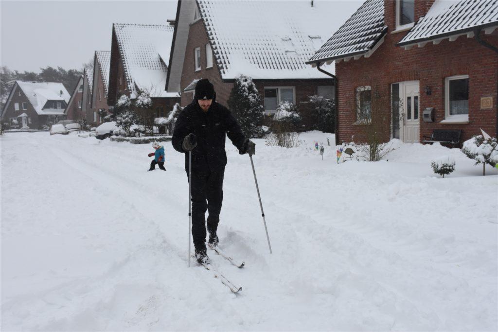 Dieser Vredener war mit Skiern unterwegs.