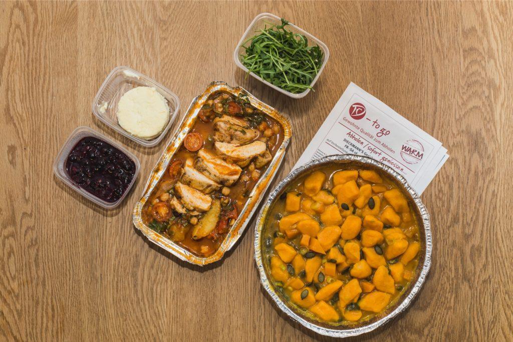 Die Hauptgerichte in den Alu-Schalen kamen warm zuhause an. Dessert und Topping sind getrennt verpackt.
