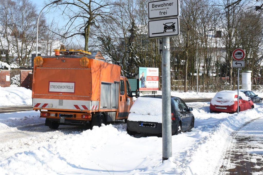 Der Winterdienst kämpft sich nach wie vor durch den Schnee.