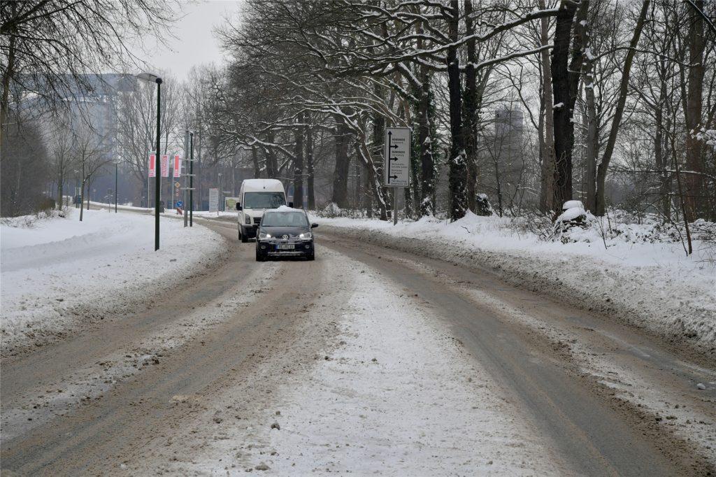 Vorsichtig fahren, hieß es auch für Autofahrer auf der Brunnenstraße.