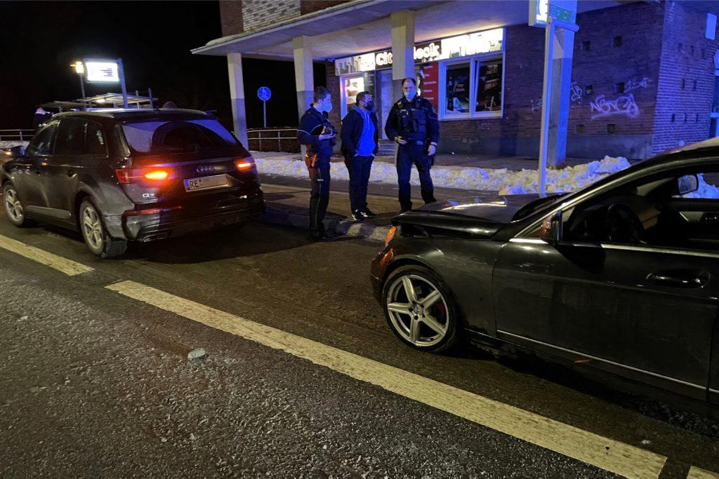 Die beiden Autos waren zusammengestoßen.