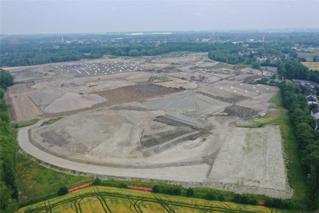 Juni 2020: Auf dem Gelände des ehemaligen Kraftwerks Knepper in Castrop-Raucel und Dortmund laufen die Arbeiten an der Erstellung des Bodenplanums.