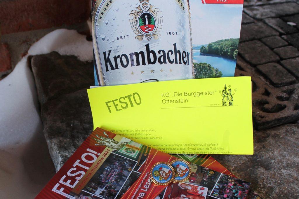 Das Karneval@Home-Paket besteht aus einem Six-Pack Bier, dem Burggeister-Report, einem Brief und Karneval-Pins.