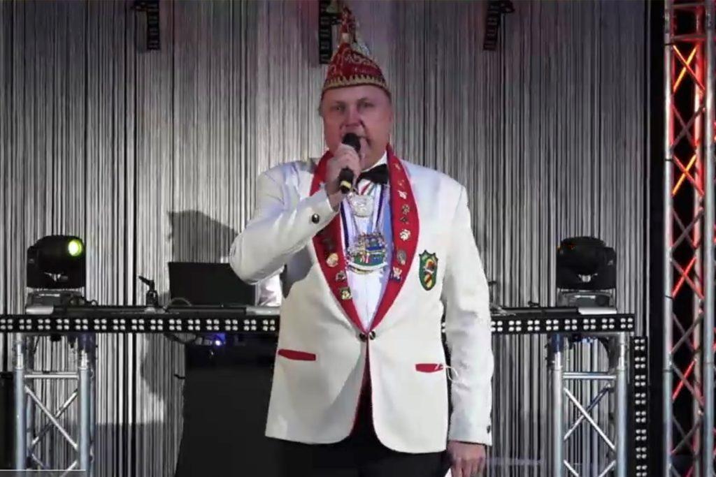Präsident Michael Holtmann des IWK Werne begleitete die interaktiven Zuschauer durch das Programm der ersten Online-Karnevalsparty in Werne.