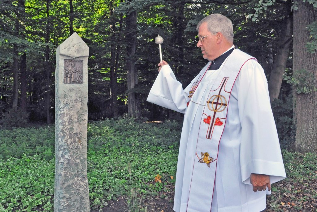 Pfarrer Alfred Voss und andere Geistliche haben sich in Lembecker Altenheimen impfen lassen. Als Seelsorger seien sie Teil des Personals, heißt es.