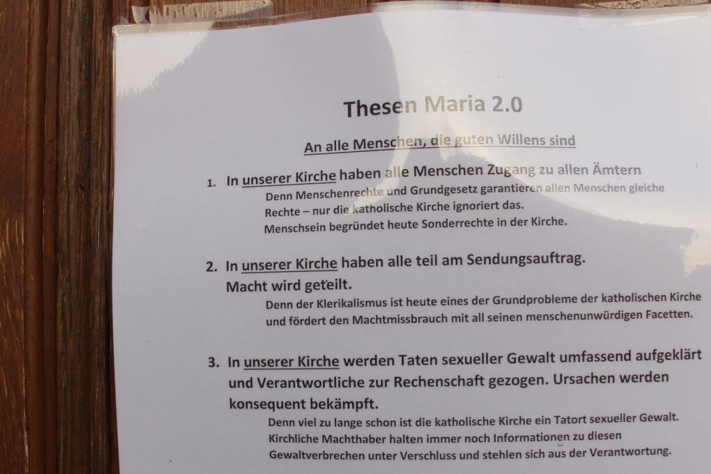 Seit Samstagabend hängen die Thesen an den Kirchentüren der Gotteshäuser in Olfen und Vinnum. In vielen anderen katholischen Kirchen Deutschlands ebenfalls - aber längst nicht überall.