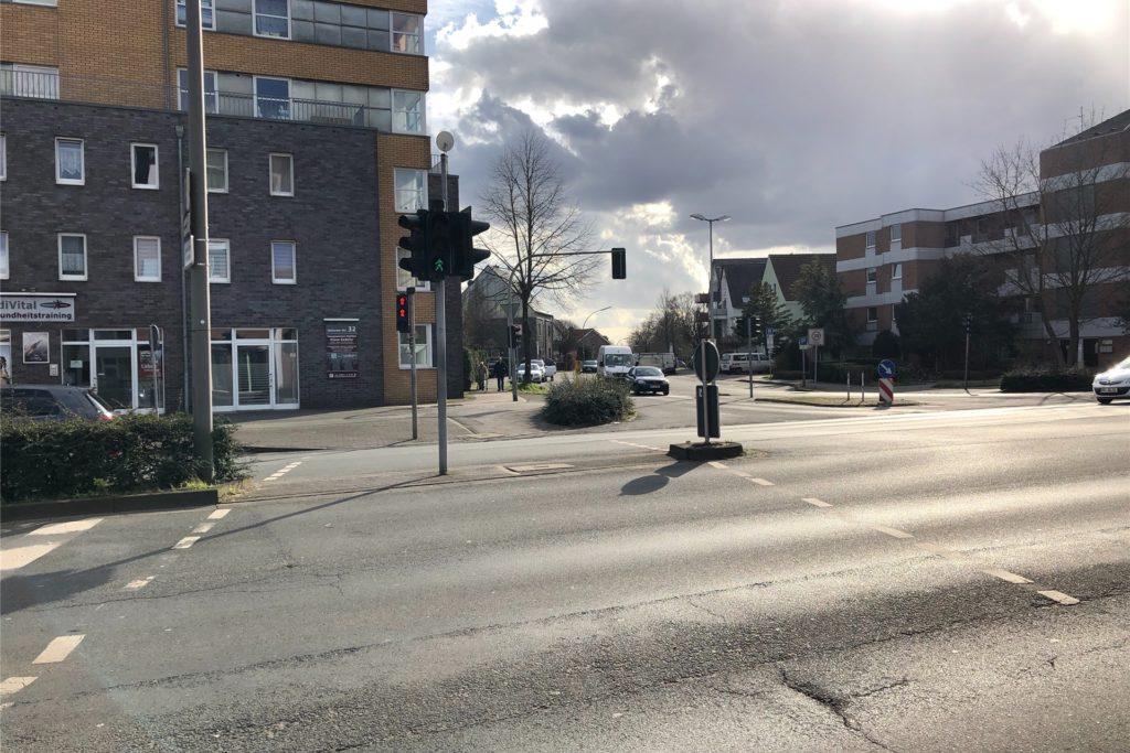 An dieser Ampel hat Anna S. die Straße bei Grün überquert, hier wurde sie von dem Auto des Dorsteners erfasst.