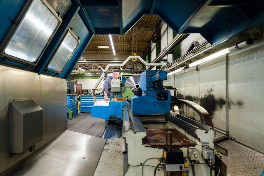 Die Produktionsfläche wächst und wächst. Eine weitere Halle wird gerade in Betrieb genommen. Außerdem erfolgt eine stetige Modernisierung des Maschinenparks.
