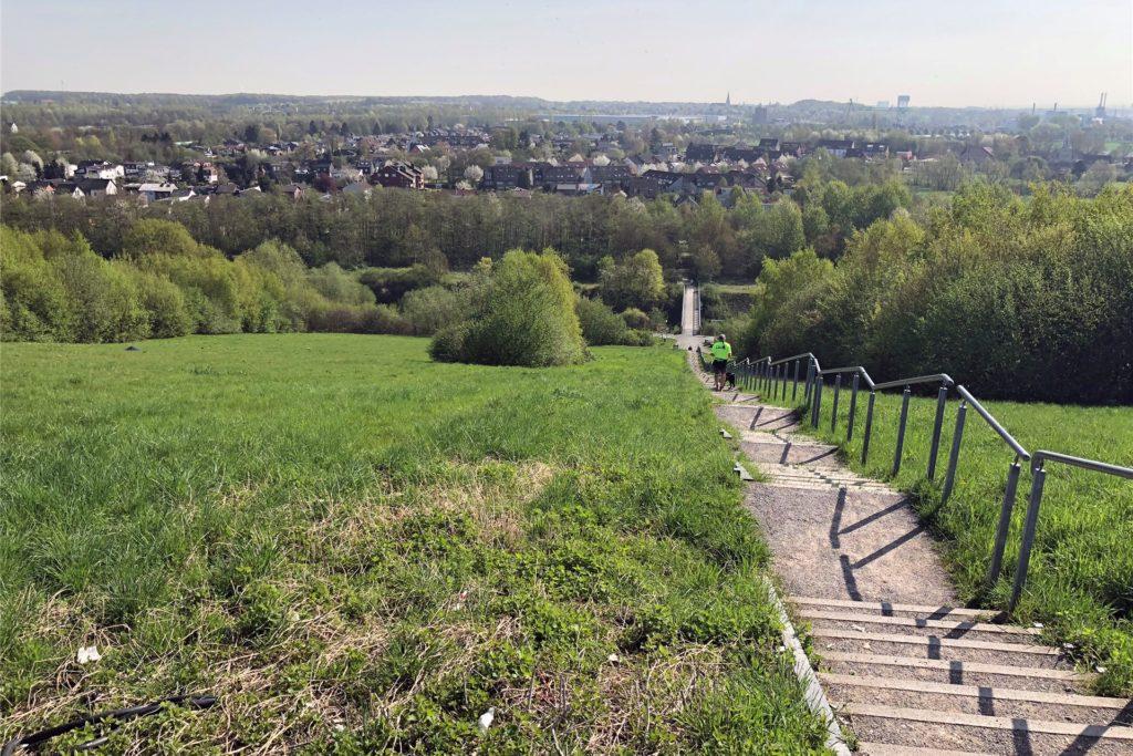 Der Deusenberg, eine ehemalige und jetzt begrünte Mülldeponie, bietet tolle Ausblicke über Dortmund.