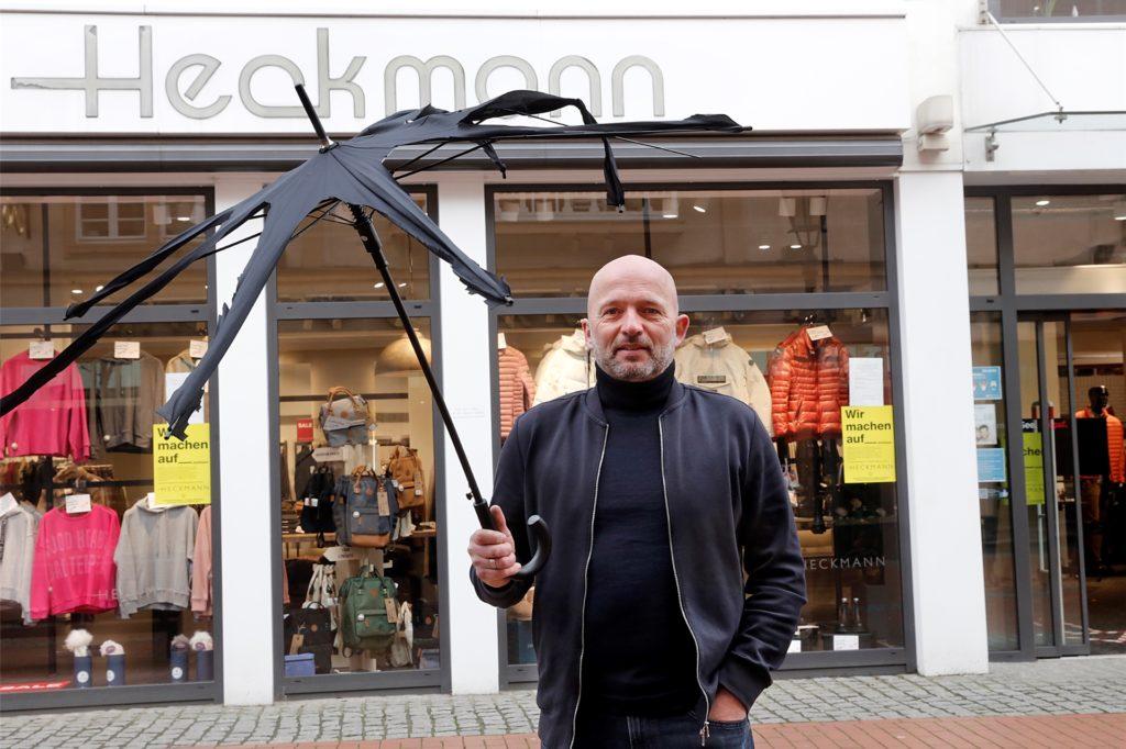 Peter Heckmann (Modehaus Heckmann Haltern und Coesfeld, Modewerk) hat mit verschiedenen Aktionen auf die Not des Einzelhandels aufmerksam gemacht. Er schöpft jetzt Hoffnung.