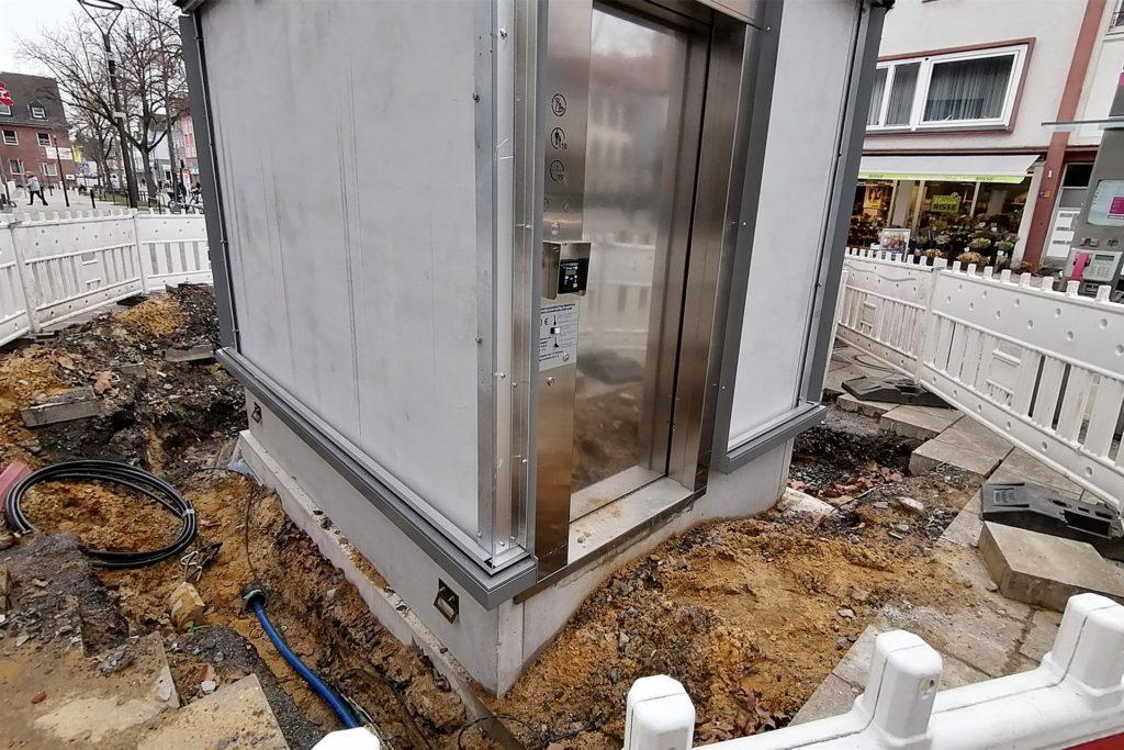 Die neue City-Toilette in Mengede sollte eigentlich Ende Februar fertig sein. Noch aber ist sie nicht geöffnet.
