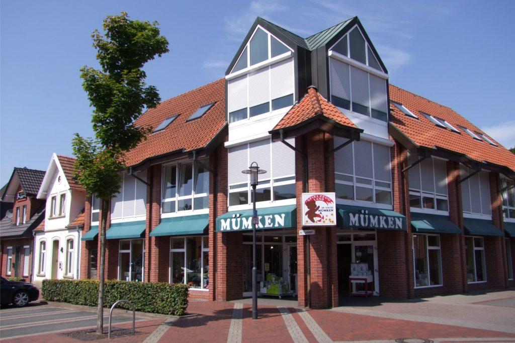 Der Blick vom Domhof aus auf das Geschäftshaus Mümken. Zuletzt wurde Einzelhandel nur noch im Erdgeschoss betrieben, oben sind in den vergangenen Jahren Wohnungen entstanden.