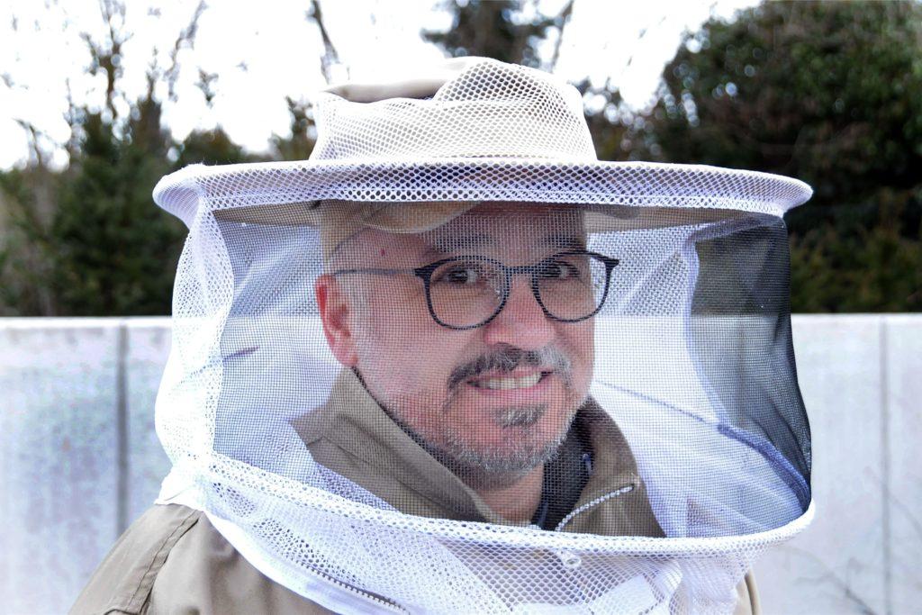 In seine vierte Saison als Hobby-Imker startet Can Karakus (51), der zusammen mit seinem Freund Wolfgang Weber mittlerweile sechs Bienenvölker betreut.
