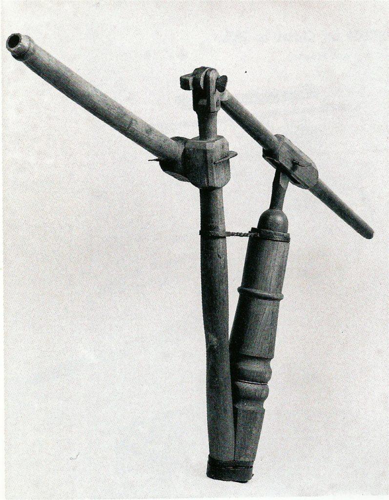 Eine Hölzerne Einstellspritze zum Feuerlöschen aus dem 17. Jahrhundert