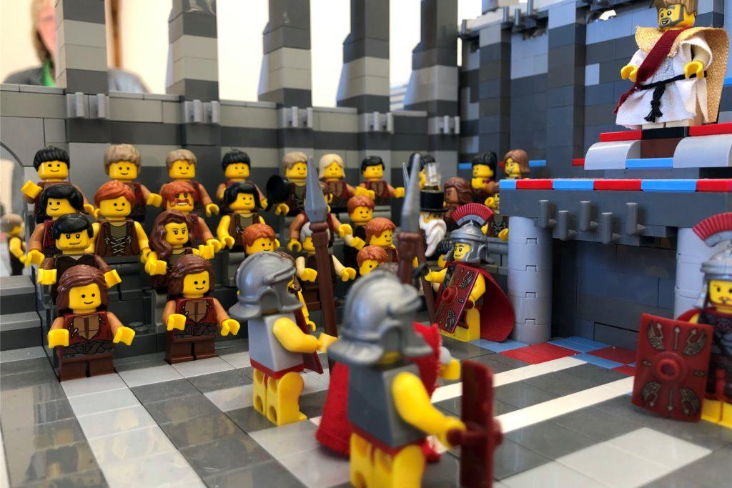 Pontius Pilatus verurteilt Jesus zum Tode am Kreuz.