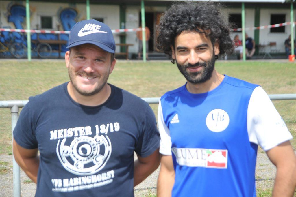 VfB-Coach Olschewski mit Neuzugang Oilid Hammouda.