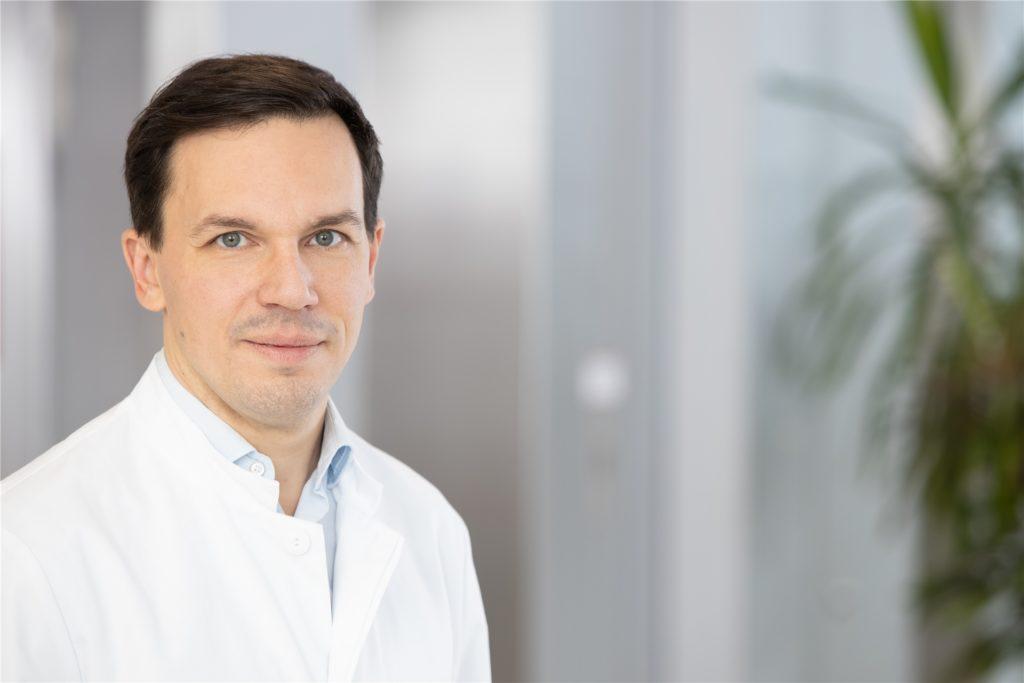 Dr. Larossa-Lombardi ist leitender Oberarzt in der Klinik für Pneumologie am Knappschaftskrankenhaus in Dortmund.