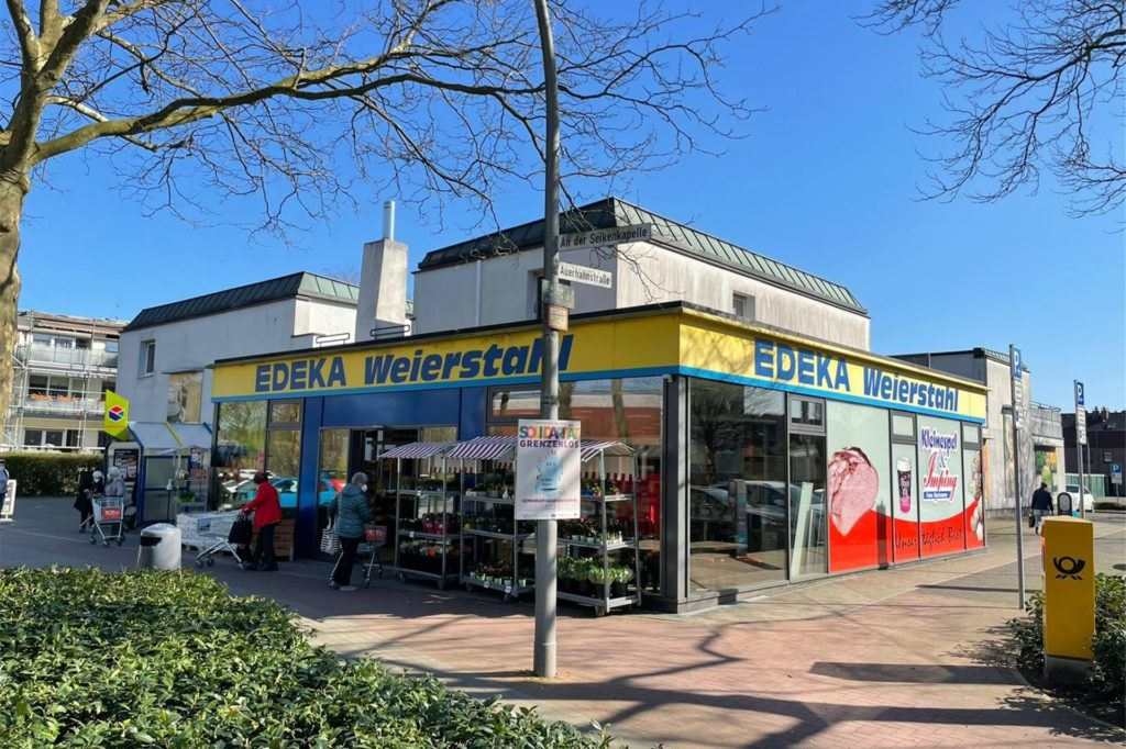 Der Edeka-Supermarkt wird auf die andere Seite der Straße