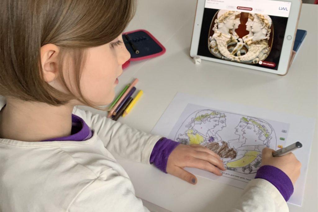Im digitalen Osterferienprogramm des LWL-Römermuseums können Kinder ihre eigene Gemme herstellen.
