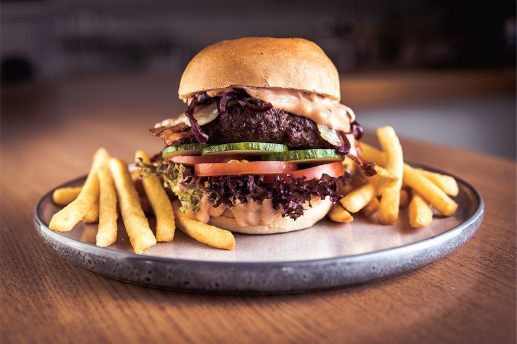 Ihre Burger mit selbstgemachten Saucen bietet das Duo schon im Bismarck an.