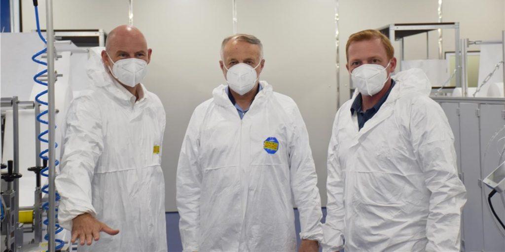 Bürgermeister Franz-Josef Weilinghoff (l.), Ludger Gausling (M.) und Sergej Ledowski (technischer Leiter FIT) freuten sich im Frühjahr 2020 darüber, dass beim