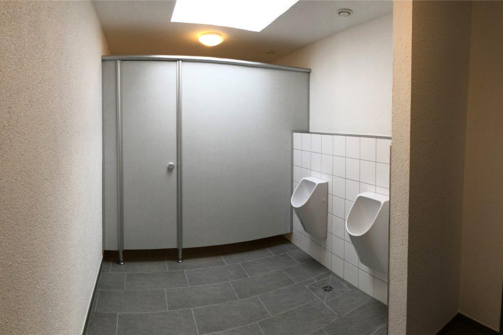 Das neue WC punktet mit einer Fußbodenheizung, wasserlosen Urinale und eine kontrollierten Be- und Entlüftung.