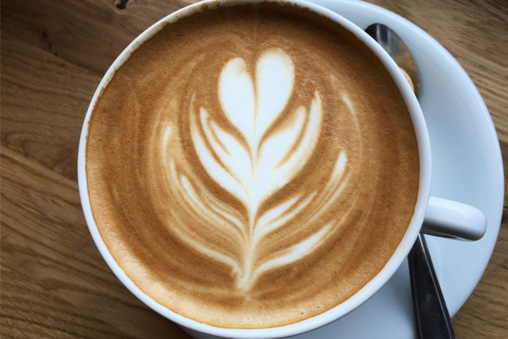 Fairer Kaffee: Vom Anbau der Bohnen bis zum Kauf der Konsumenten.