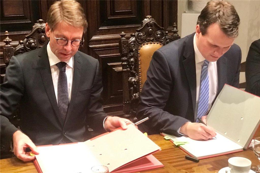 Knapp zweieinhalb Jahre, nachdem Bürgermeister Tobias Stockhoff und Markus Masuth von der RAG Immobilien GmbH den städtebaulichen Vertrag für den Industriepark Große Heide unterschrieben haben, ist die erste Ansiedlung unter Dach und Fach.