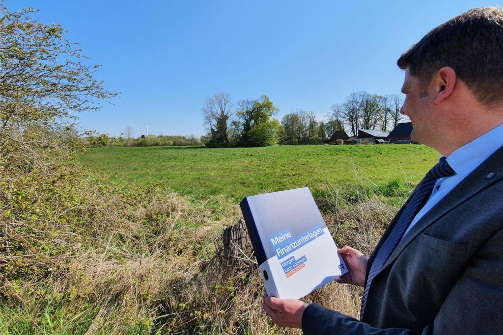 Hier soll zeitnah das Baugebiet Wüllen-Nord Abschnitt II entstehen. Erste Gespräche über die mögliche Finanzierung eines dortigen Einfamilienhauses wurden bereits geführt, wie Hendrik Schulze-Ising berichtet.