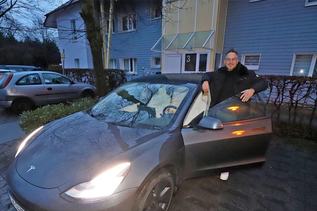 Marcus Wienbrandt parkt vor der Haustür in der Gartenstadt. Die Stadt arbeitet zurzeit ein Konzept für die Ladeinfrastruktur in Kamen. Dabei soll zielgerichtet auf Wohnquartiere – wie es die Gartenstadt ist – geblickt werden.
