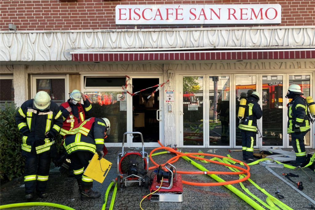 Die Feuerwehr konnte das Gebäude nur unter Atemschutz betreten.