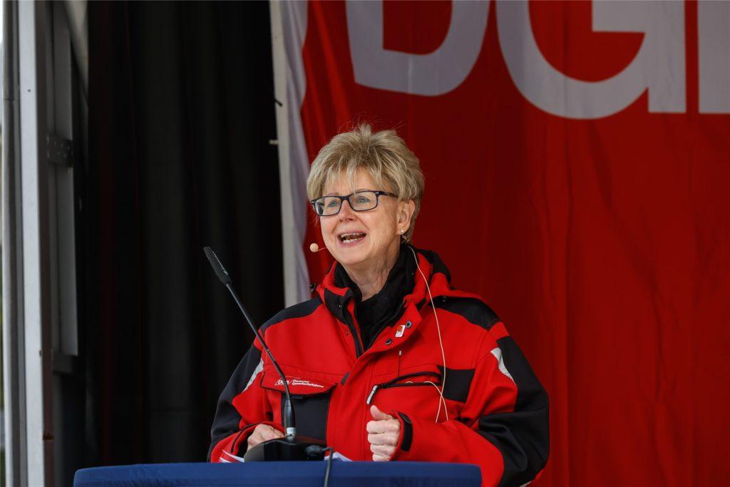 """""""Die schwarze Null brauchen wir nicht!"""" Die Dortmunder DGB-Vorsitzende, Jutta Reiter, forderte die Regierung auf, auch nach der Krise Geld in die Hand zu nehmen."""