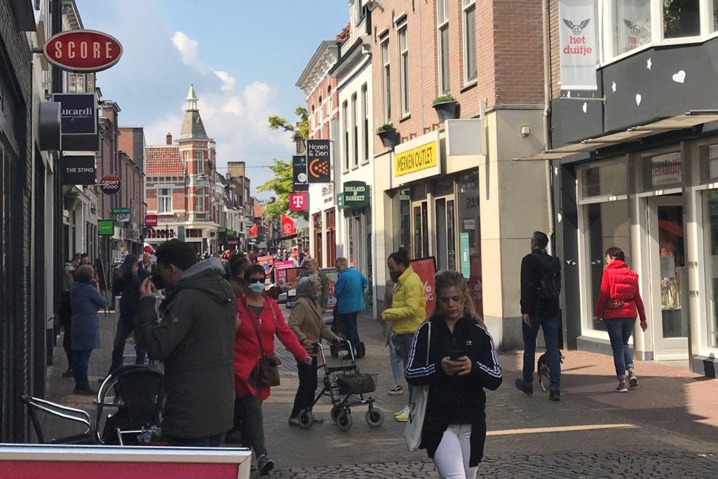 In den Niederlanden haben Geschäfte und die Außengastronomen geöffnet. Und das trotz einer Inzidenz von mehr als 300. Eine Reporterin der Münsterland Zeitung hat sich am 1. Mai nach Winterswijk begeben, um zu schauen, wie viele Deutsche ins Nachbarland gefahren sind.