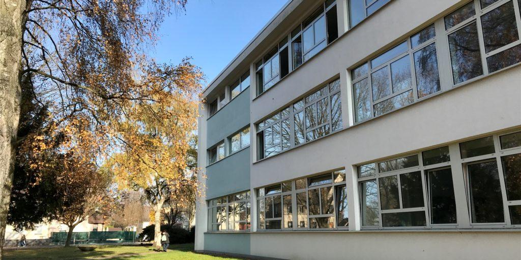 Die Schließung der Fridtjof-Nansen-Schule (Distanzunterricht) könnte bald aufgehoben werden. Die Infektionslage entwickelt sich positiv.