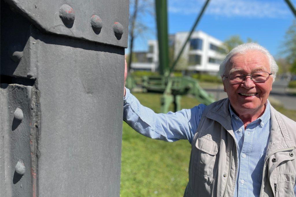 Wilhelm Winkelmann wurde 1934 in Castrop-Rauxel geboren, ist seit über 50 Jahren verheiratet, hat drei Töchter und acht Enkelkinder und arbeitete als Diplom-Sozialarbeiter für verschiedene Unternehmen. Er war auch ehrenamtlicher Diakon der katholischen Kirche und half Menschen in psychischen Krisen.