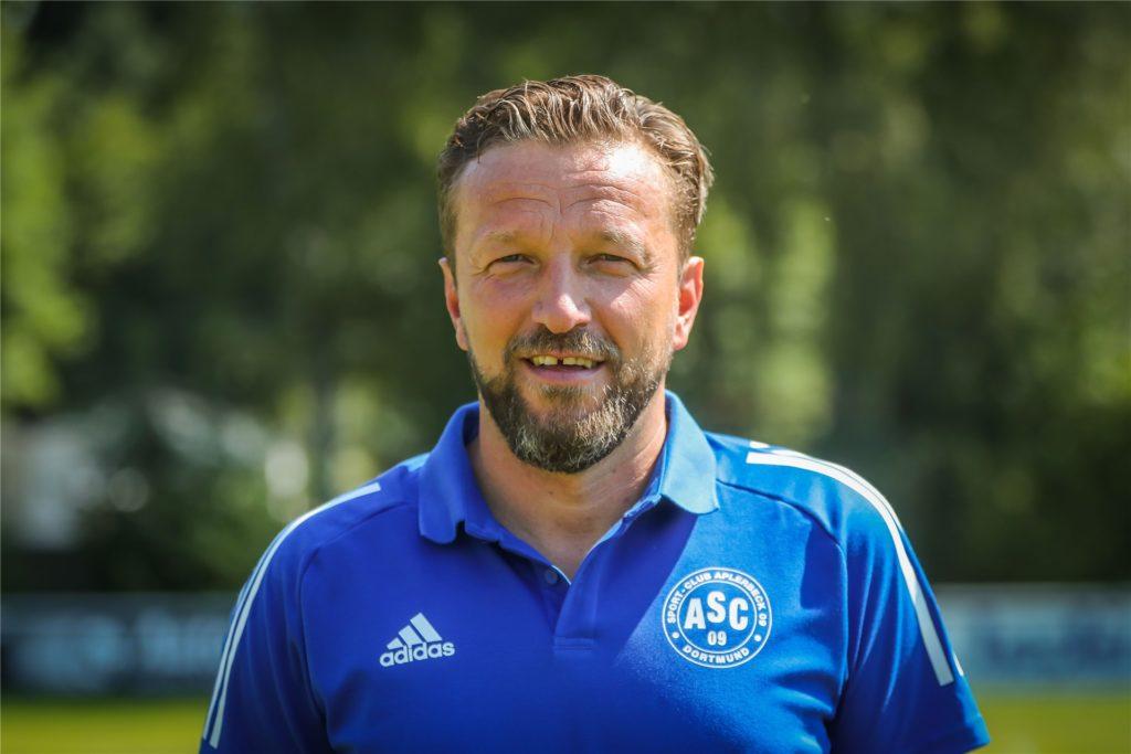 Aplerbecks Sportlicher Leiter Samir Habibovic hat kein Problem damit, mit Beratern zu verhandeln.