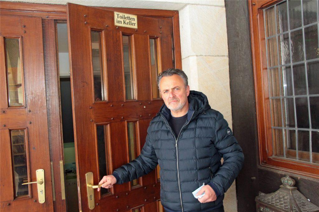 Einige der wenigen öffentlichen Toiletten in Werne findet sich unten im Alten Rathaus. Doch die wenigstens kennen sie. So war das auch Jörg Schweinoch nicht bewusst.
