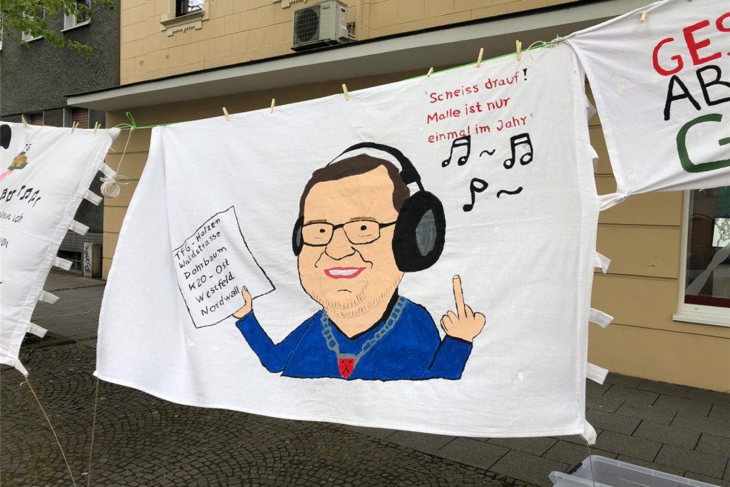 Aufwendig gestaltet waren die Banner der Demo-Teilnehmer.
