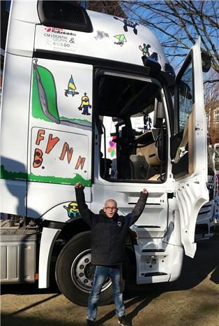 Eine Spedition fährt mit der Fynn-Zugmaschine über die Straßen Europas.