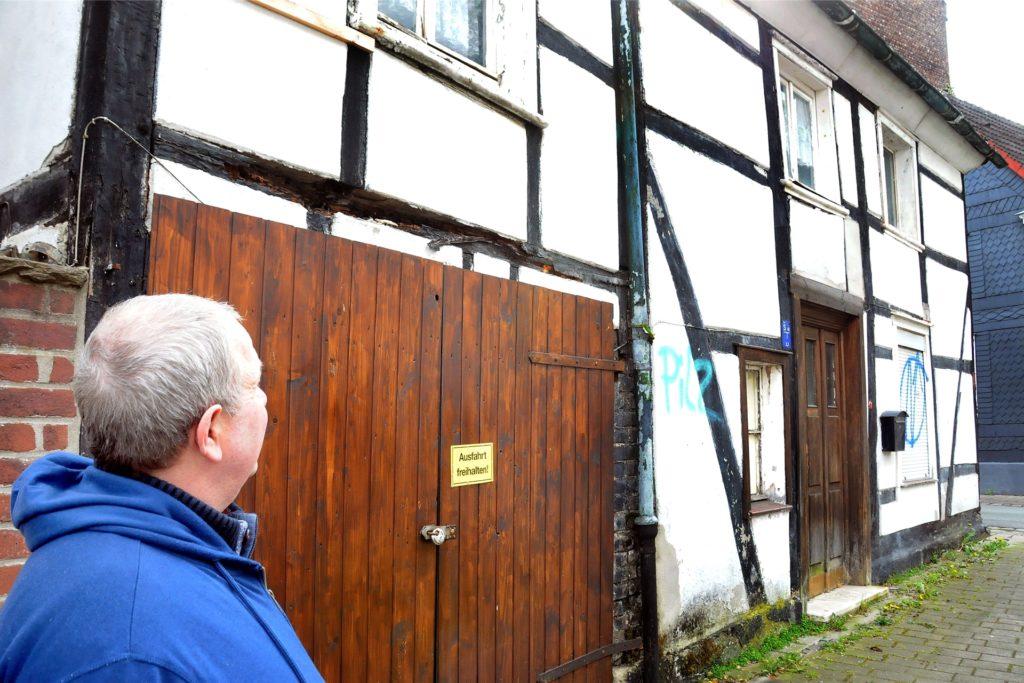 Den ehemaligen Schweine- und Hühnerstall des Fachwerkhauses Kampstraße 15 baute der Vater von Martin Fischer zur Garage für seinen NSU Prinz um.