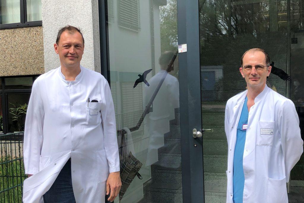 Dr. Jürgen Jahn (l.) ist Chefarzt der Klinik für Innere Medizin und Altersmedizin, Martin Ridder hat die Pflegerische Leitung der Intensivstation.