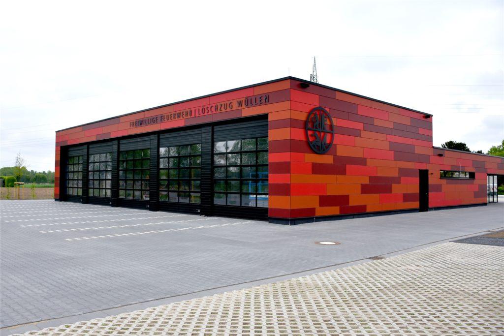 17 Monate Bauzeit und rund 2,6 Millionen Euro Baukosten: Das neue Feuerwehrgerätehaus in Wüllen ist pünktlich fertig geworden.