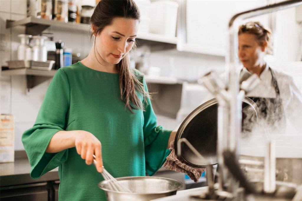 Christa Eickenscheidt fehlen im Restaurant Wetterkamp in Henrichenburg die großen Gesellschaften.