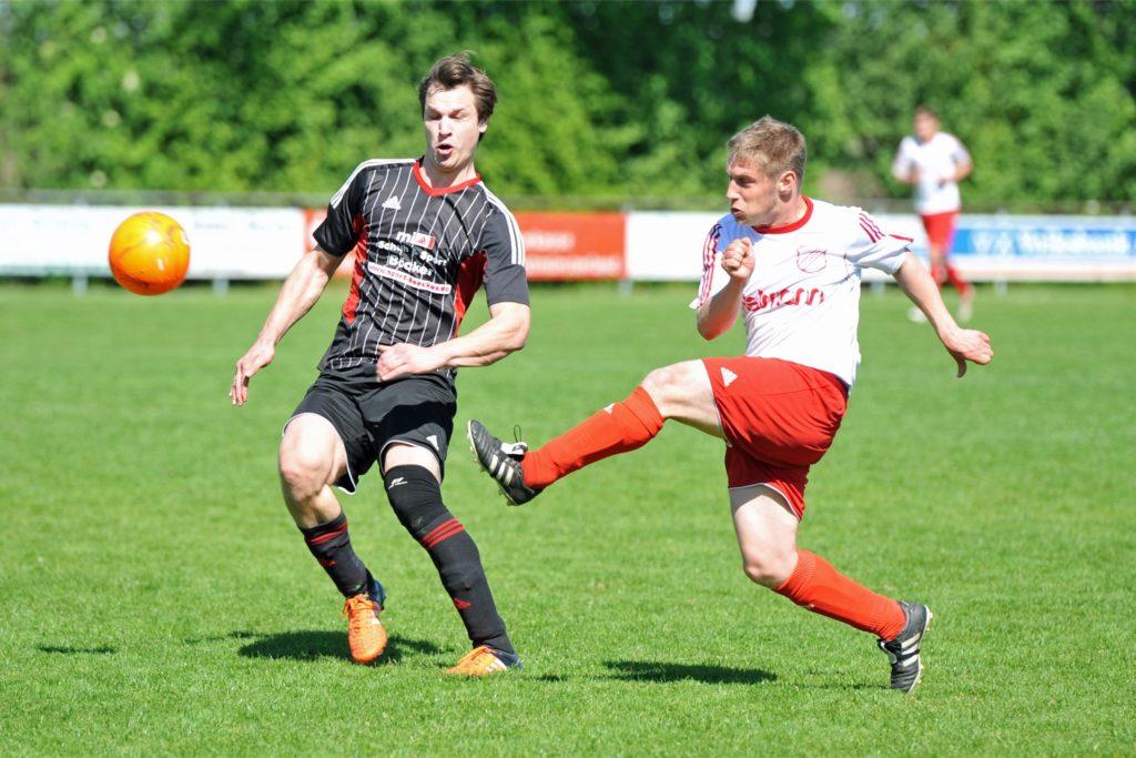 Insgesamt 127 Treffer hat Sebastian Zukunft (r.) seit 2010 für den FC Oldenburg erzielt.