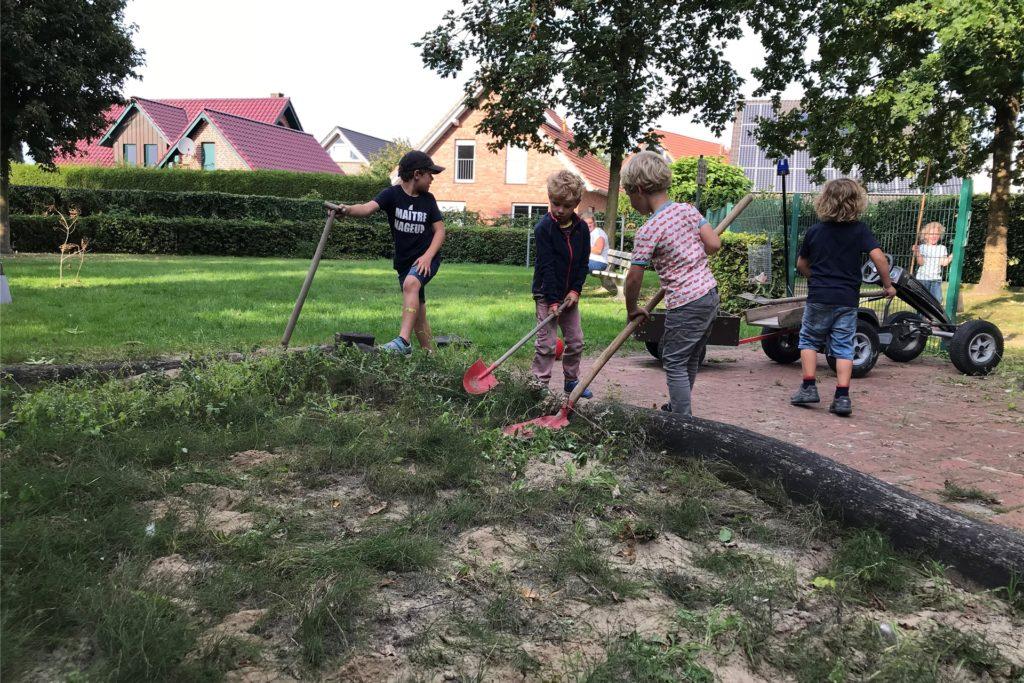 Die Kinder der Nachbarschaft hatten vergangenen Sommer unter gelockerten Coronabedingungen schon mal selber Hand angelegt, weil sie endlich wollten, dass etwas passiert.