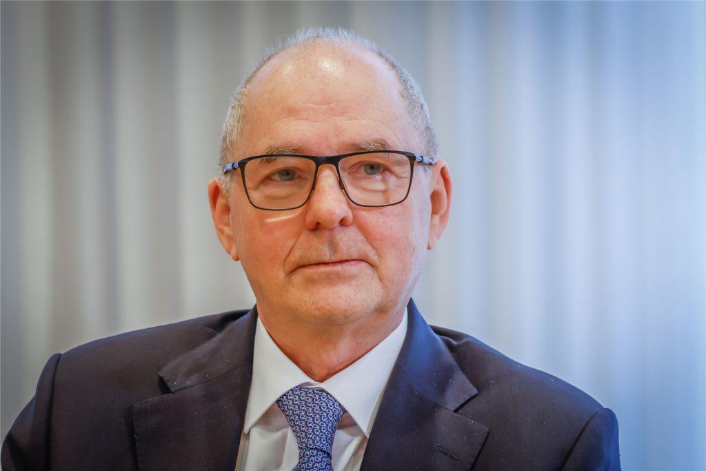 """Heinz-Herbert Dustmann, Präsident der IHK zu Dortmund, sieht in der neuen Corona-Schutzverordnung einen Schritt in die richtige Richtung: """"Allerdings erscheint er uns angesichts stark sinkender Inzidenzwerte zu zögerlich und mutlos."""""""