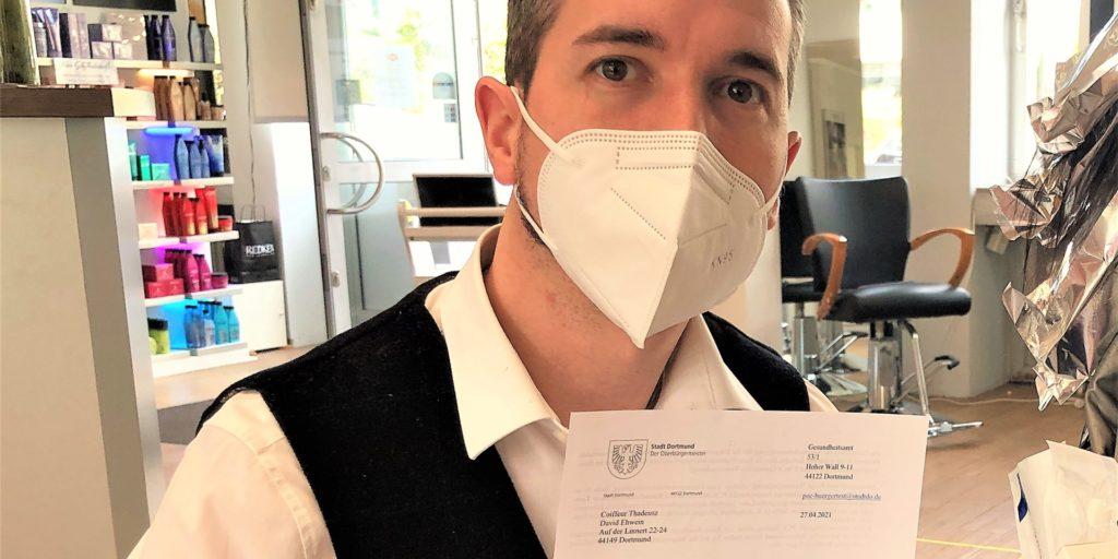 Der Dortmunder Friseurmeister David Ehwein hat seit rund zwei Wochen eine eigene Corona-Teststelle. Er möchte vor allem seinen Kunden zusätzliche Wege abnehmen.
