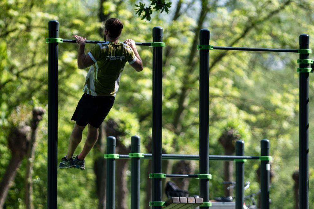 Ein Outdoor-Fitnesspark kann beispielsweise mit den Fördermitteln des Landes  am Sportplatz erstellt werden.