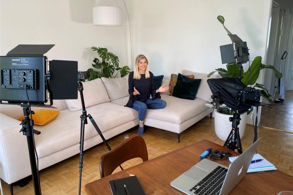 Für einen Onlinekurs zum Thema Personal Branding auf LinkedIn stand Céline Flores Willers selber vor der Kamera.