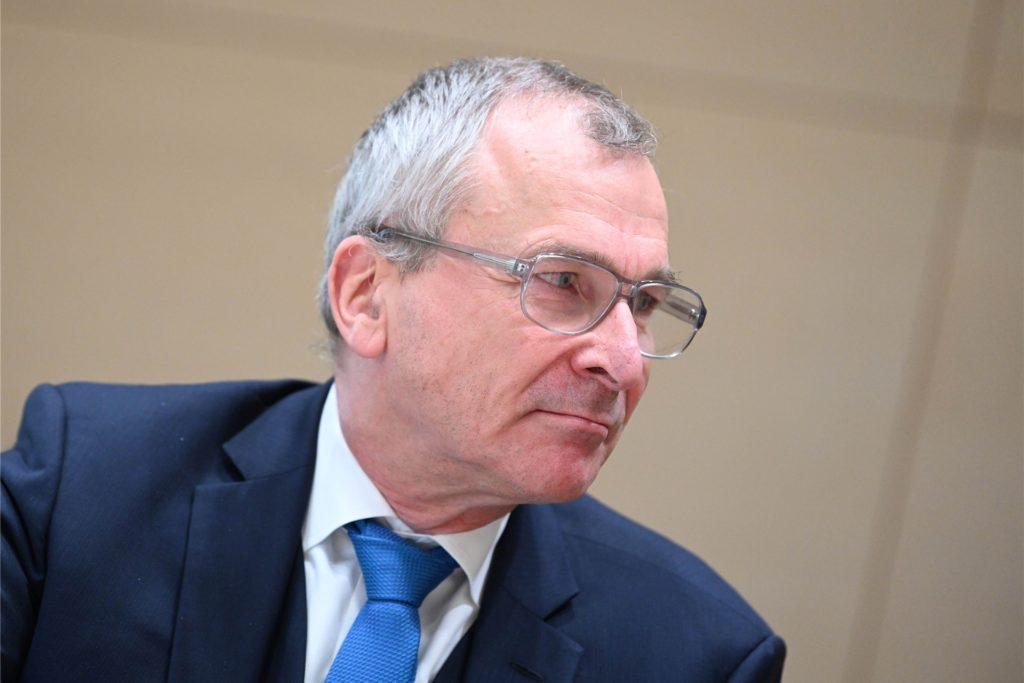 Der ehemalige Grünen-Bundestagsabgeordnete Volker Beck ist wegen der Verbindung von Mordaufrufen und Waffenverkäufen alarmiert.